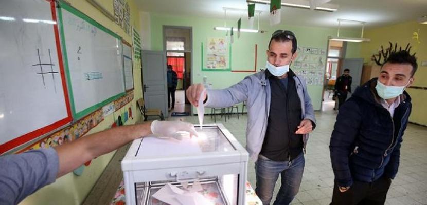 الجزائريون في الخارج يواصلون التصويت في الانتخابات التشريعية المبكرة