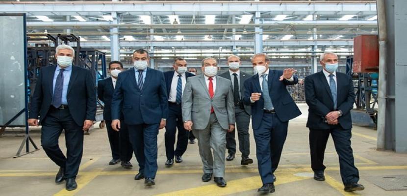 """بالصور.. """"وزير الدولة للإنتاج الحربي"""" يتفقد أحد مصانع القطاع الخاص لبحث سبل التعاون"""