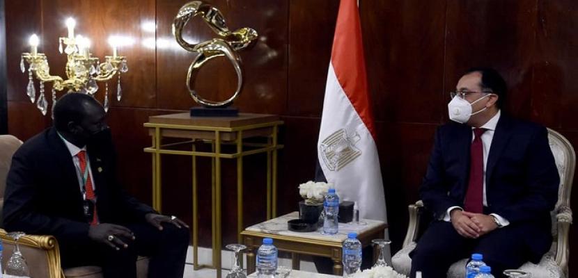 بالصور.. رئيس الوزراء يلتقي وزير الاستثمار بجمهورية جنوب السودان
