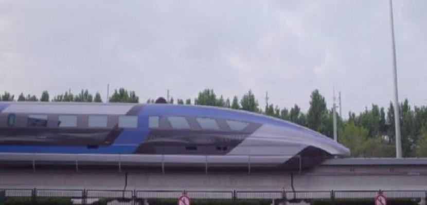بسرعة تصل إلى 600 كلم بالساعة.. الصين تعرض أول قطار مغناطيسي لها