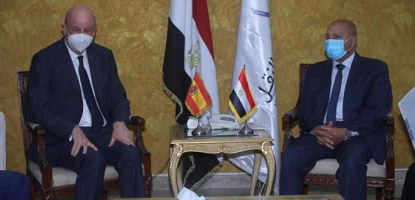 بالصور ..وزير النقل يستقبل السفير الإسباني بالقاهرة لبحث تدعيم التعاون في مجالات النقل المختلفة