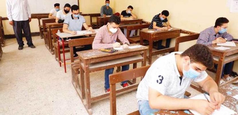 طلاب الشعبة الأدبية بالثانوية العامة يؤدون اليوم امتحان مادة علم النفس والاجتماع