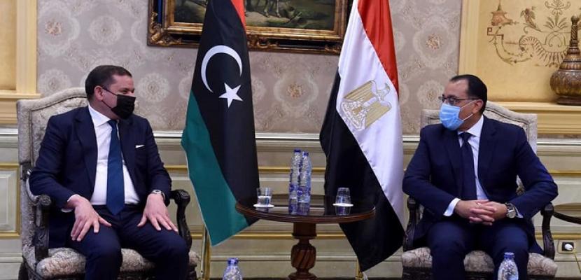 بالصور.. رئيس الوزراء يستقبل رئيس حكومة الوحدة الوطنية الليبية بمطار القاهرة
