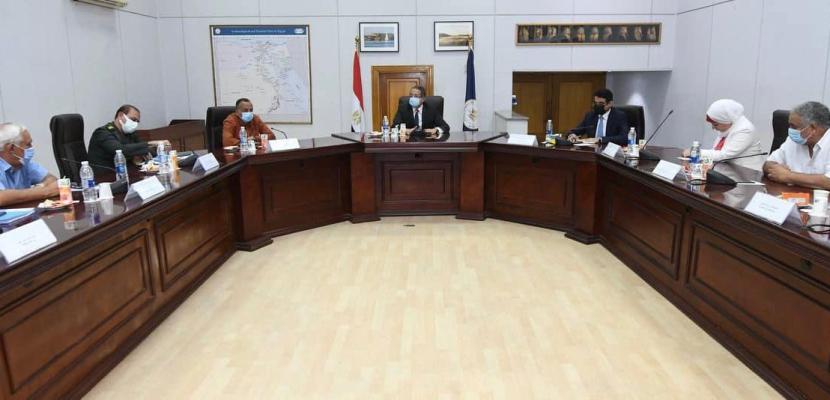 وزير السياحة والآثار يعقد اجتماعًا لمتابعة أعمال التطوير بالمواقع الأثرية بالأقصر