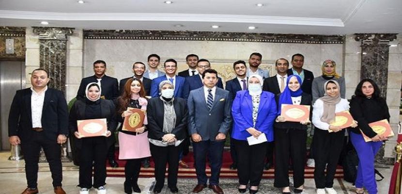 بالصور.. وزير الشباب يكرم الفائزين بالمعرض الدولي العربي الأفريقي للمبتكرين والمخترعين