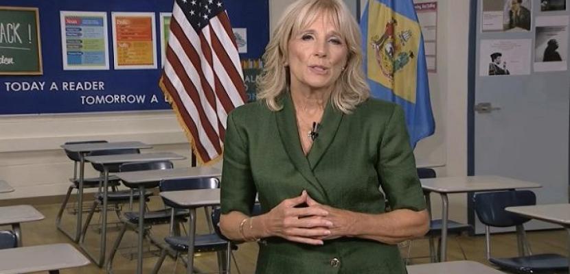 واشنطن بوست: سيدة أمريكا الأولى تدرس في الجامعة حضوريا في سابقة تاريخية