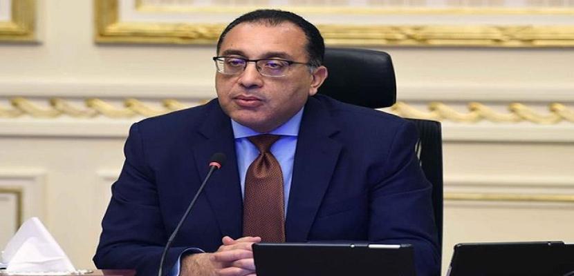 """رئيس الوزراء يستعرض تقرير """"جهود على طريق التنمية"""" الصادر عن مركز معلومات مجلس الوزراء"""