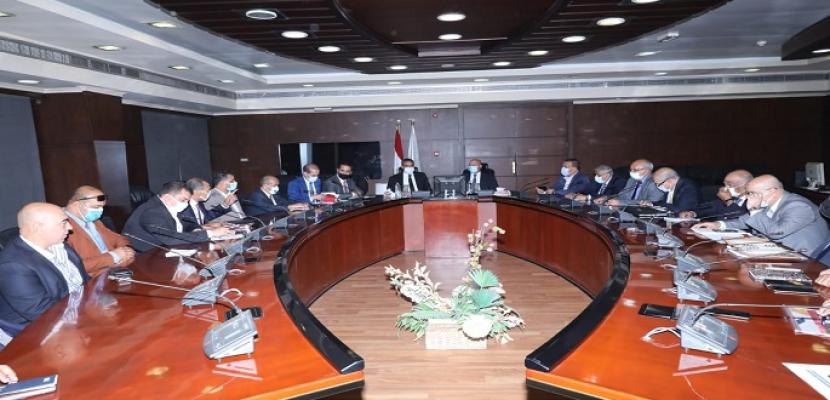 بالصور.. وزير النقل يلتقي وزير المواصلات الليبي لبحث أوجه التعاون بين الجانبين في مجالات النقل المختلقة