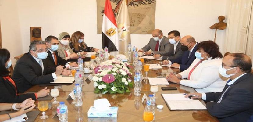 بالصور.. وزيرا السياحة والثقافة يبحثان وضع استراتيجية للترويج السياحي والثقافي لمصر محليا وعالميا