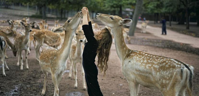 الأطفال والحيوانات .. وعلاقة حب مذهلة