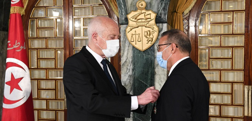 قيس سعيّد يُقلد رضا غرسلاوي الصنف الثالث من وسام الجمهورية