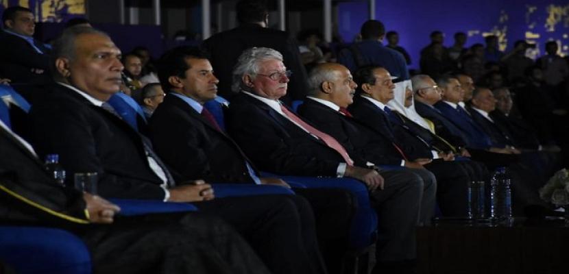 وزير الشباب والرياضة يفتتح بطولة العالم للرماية على الأطباق المروحية