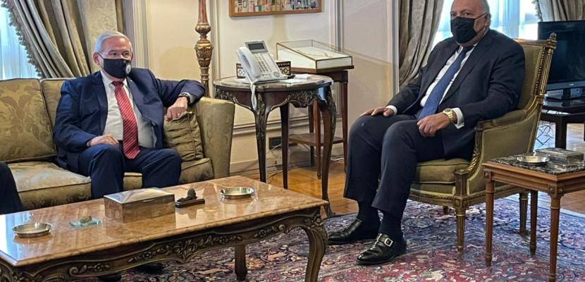 بالصور.. وزير الخارجية يلتقى رئيس لجنة العلاقات الخارجية بمجلس الشيوخ الأمريكي