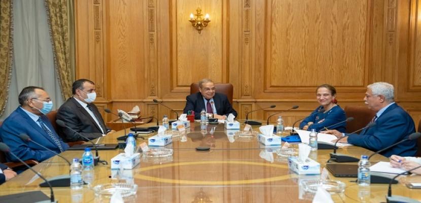 بالصور.. وزير الدولة للإنتاج الحربى يبحث مع سفيرة كولومبيا  تعزيز العلاقات الإقتصادية والإستثمارية