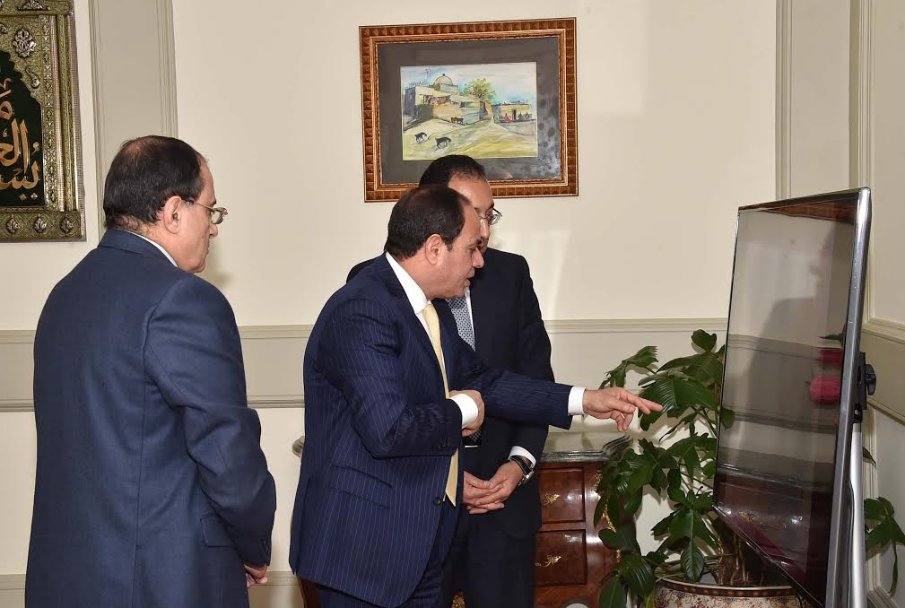 الرئيس السيسى يستقبل وزير الاسكان